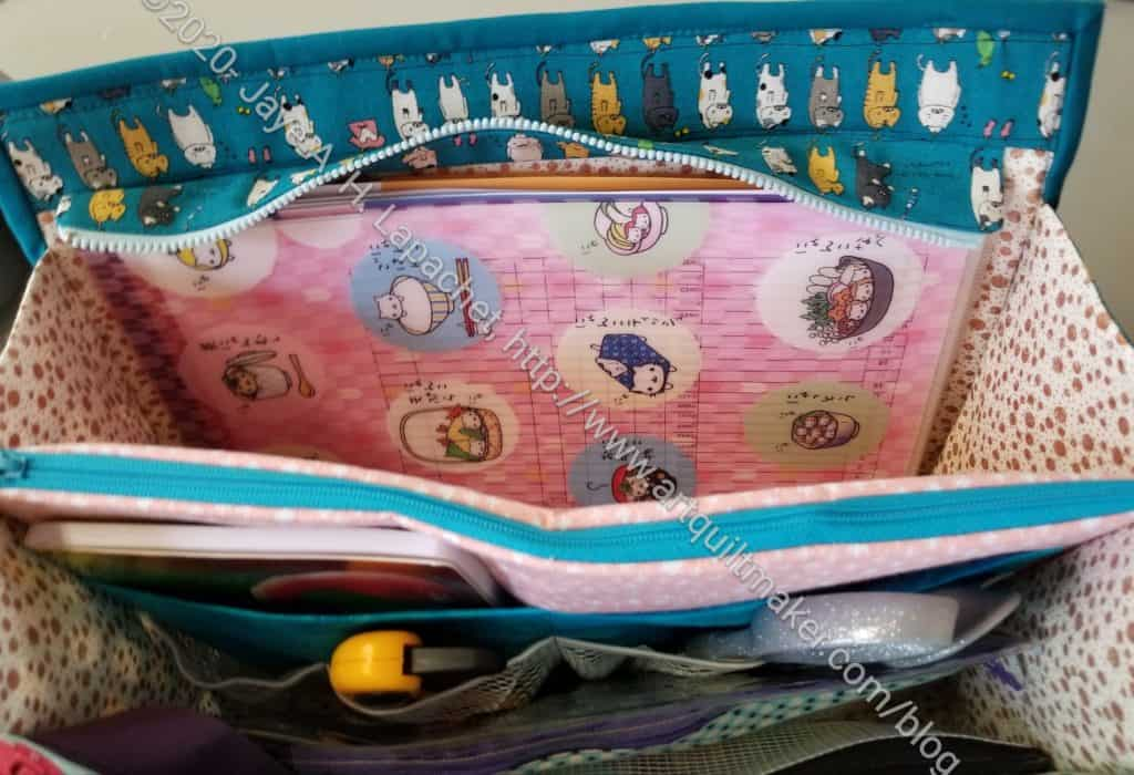 Cyndi's Ultimate Carry All-center pockets