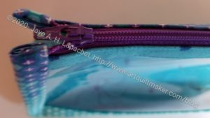 Boxy Clear Pouch - zipper detail
