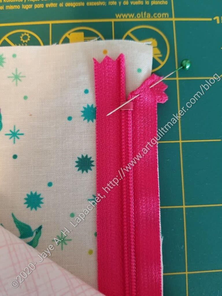 Fold zipper end